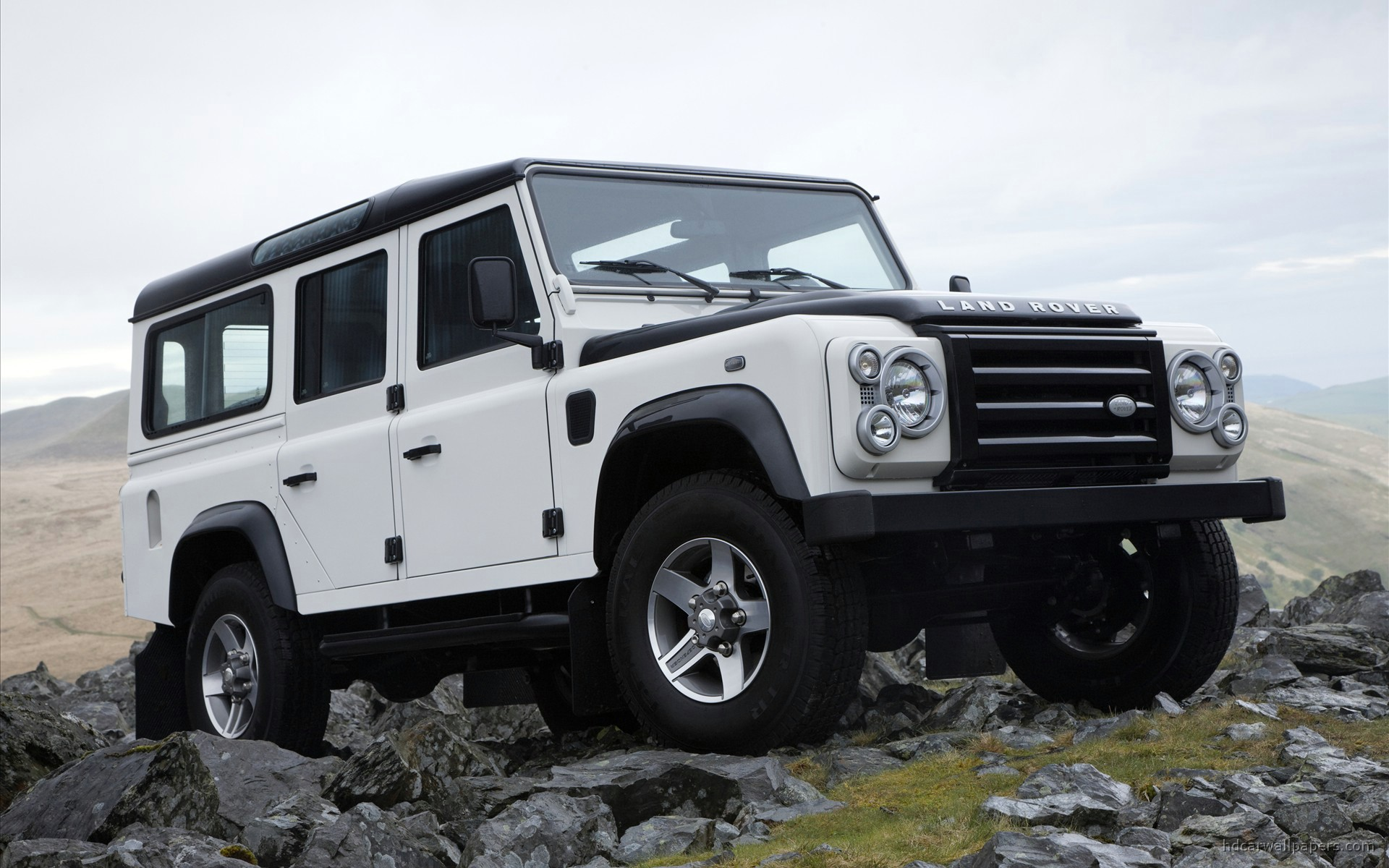 Land Rover Wallpaper White Colors