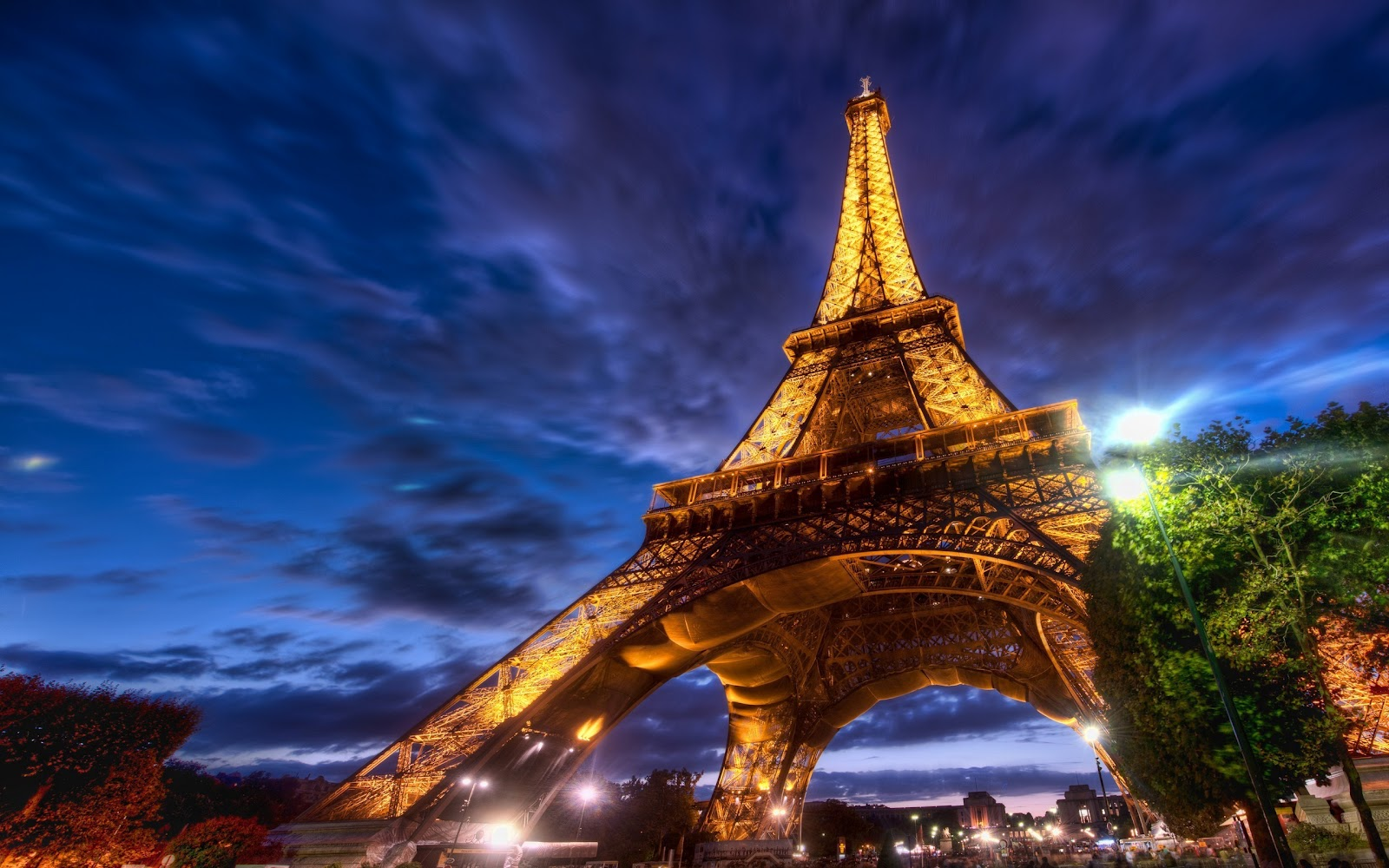Eiffel Tower In The Night Wallpaper HD