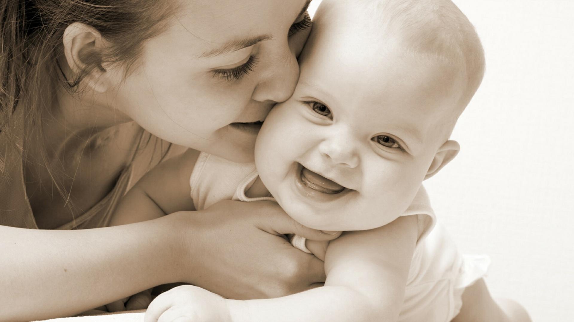 Love Smilling Baby Wallpaper