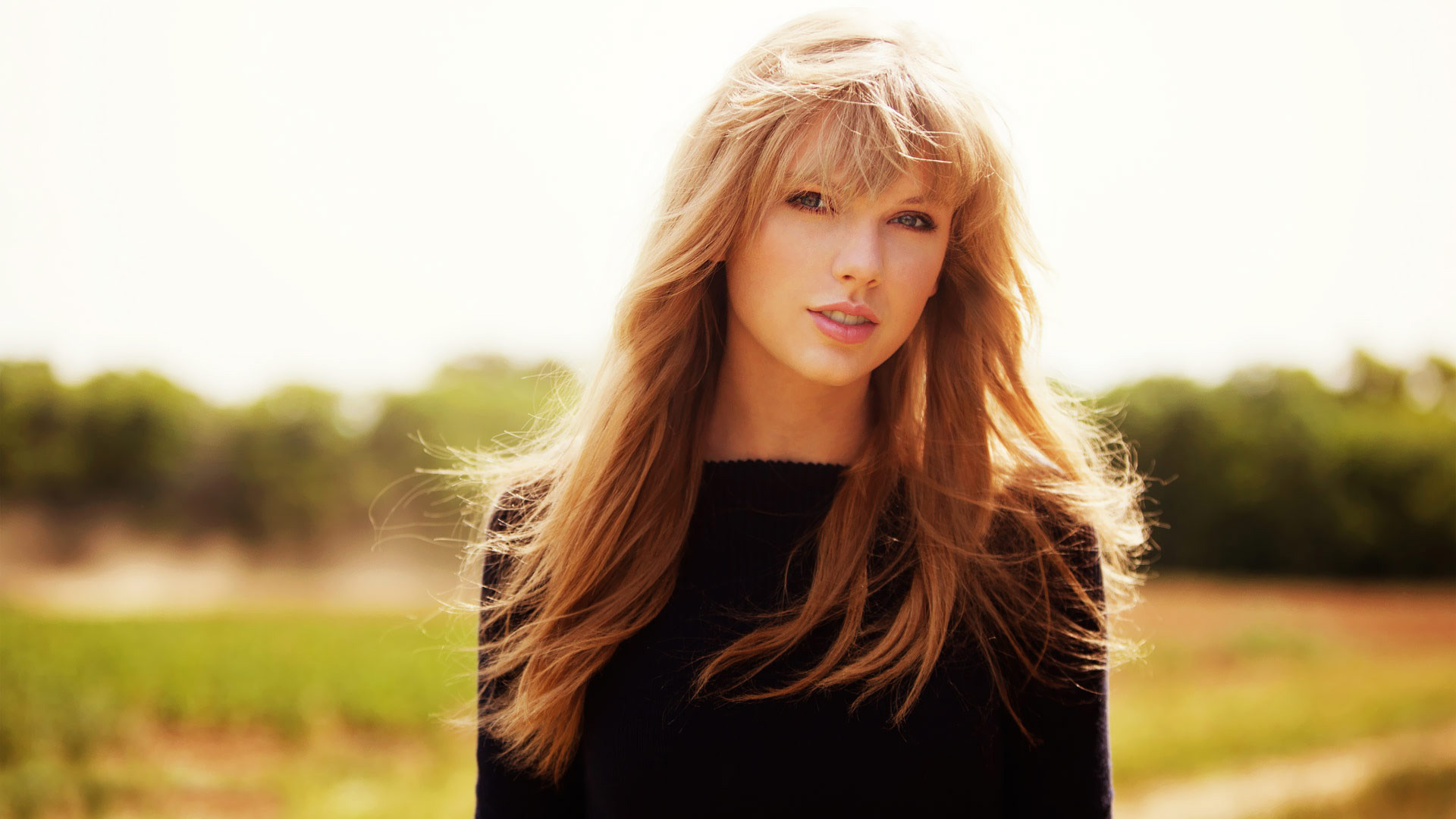 Taylor Swift Smile Wallpaper