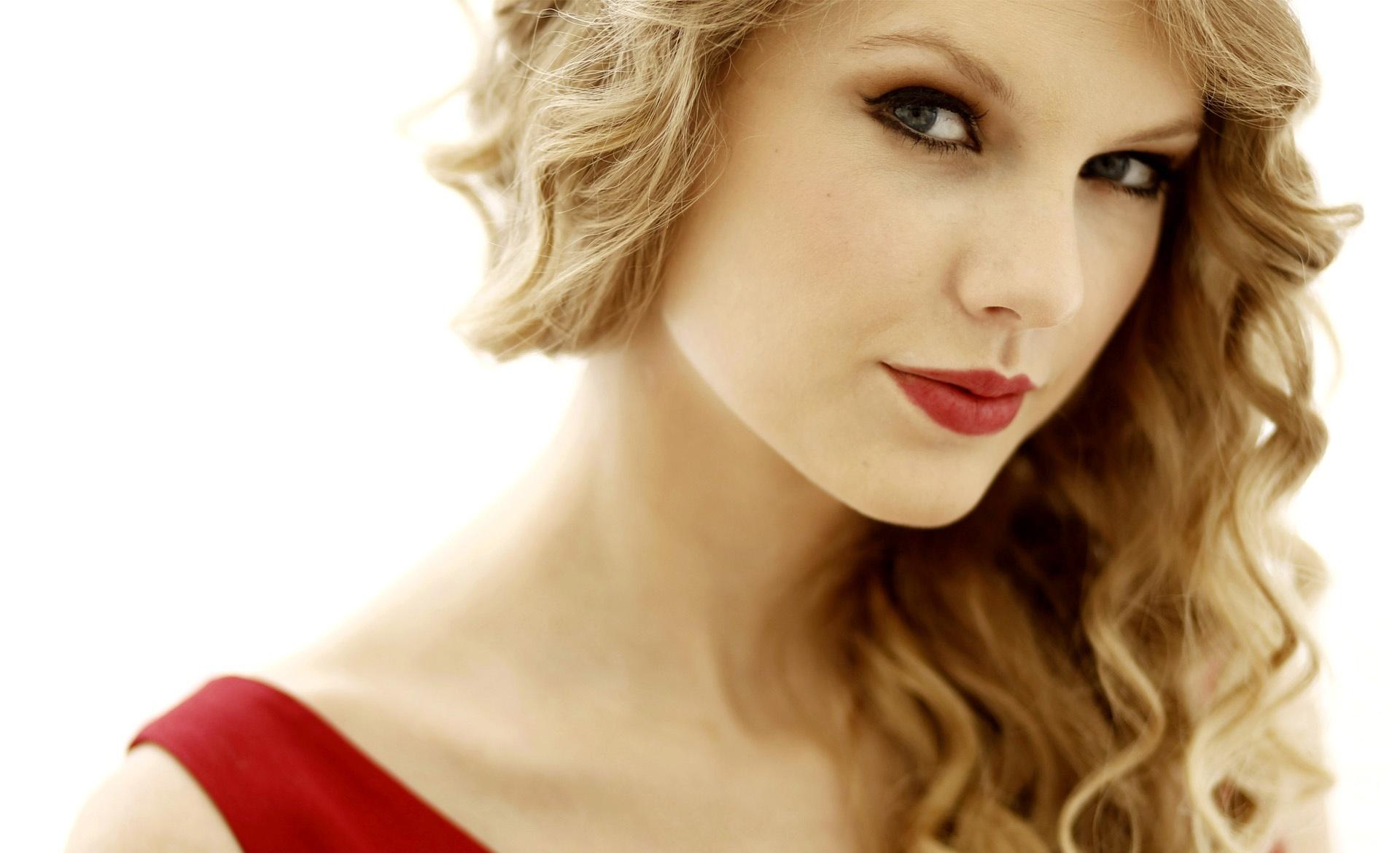 Taylor Swift Zoom Image