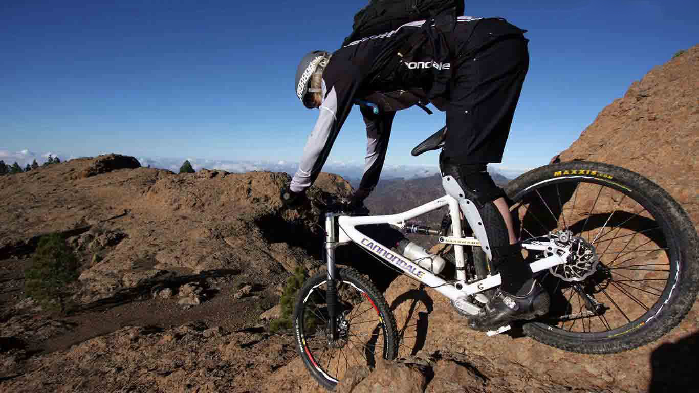 White Bicycle Sports Mountain Wallpaper