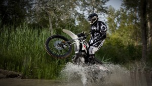 Motocross At Lake Area Sports Wallpaper