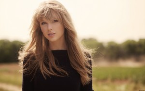 Smiling Taylor Swift Wallpaper